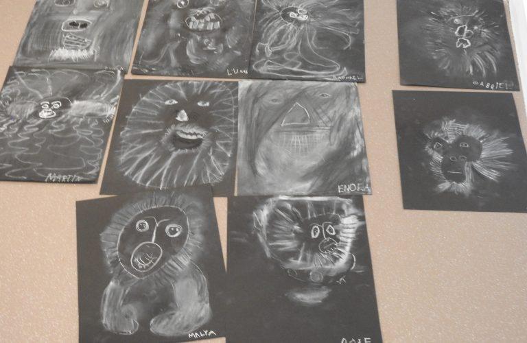 Exposition des dessins des écoliers à la bibliothèque